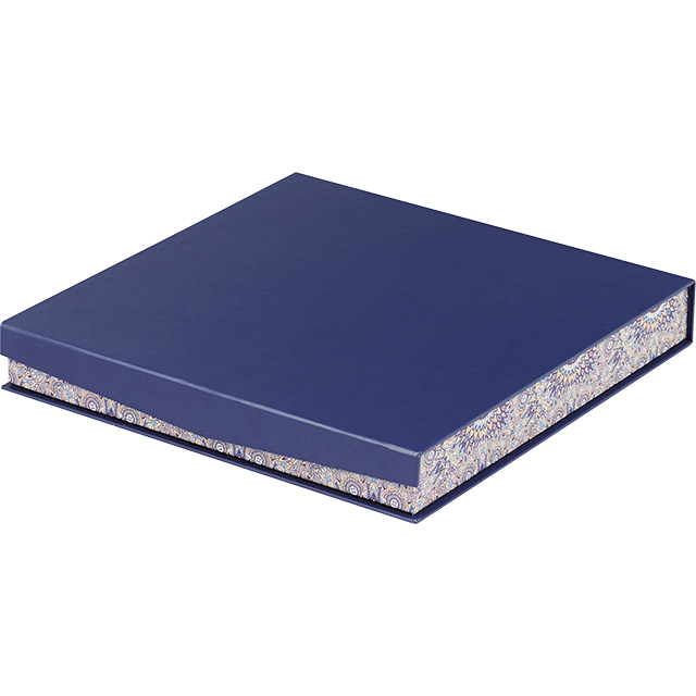 Coffret carton carré chocolats 6 rangées bleu/rosaces fermeture aimantée